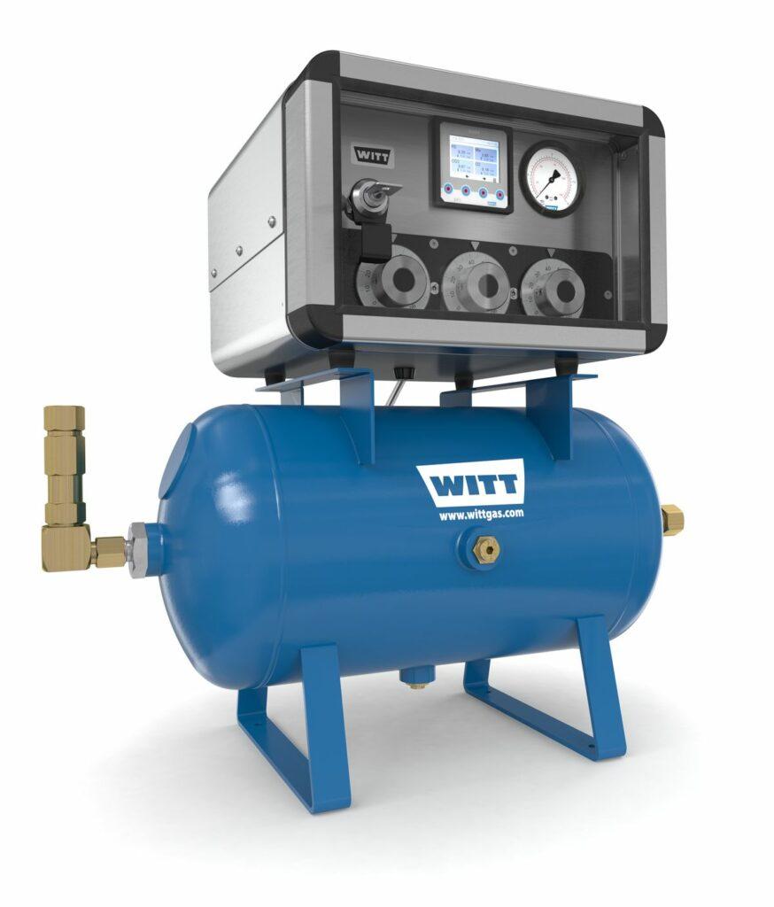 Mechanical gas mixer with buffer tank